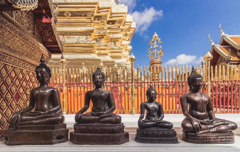tượng trong một ngôi chùa phật giáo Theravada